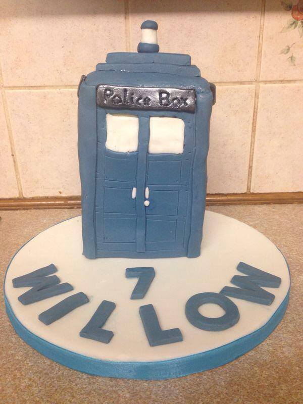 Novelty cakes bex 39 s buns for Tardis template for cake
